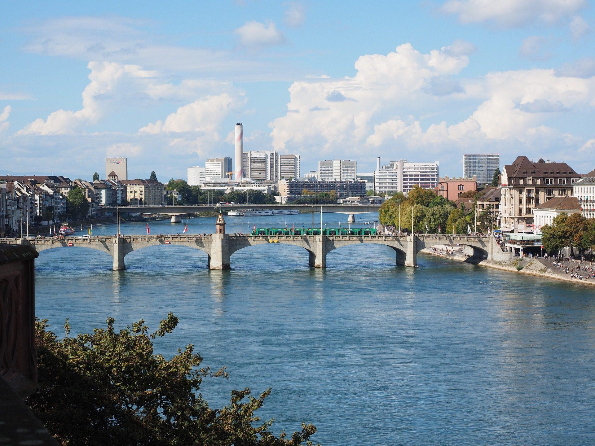 Blick auf Basel und die Rheinbrücke