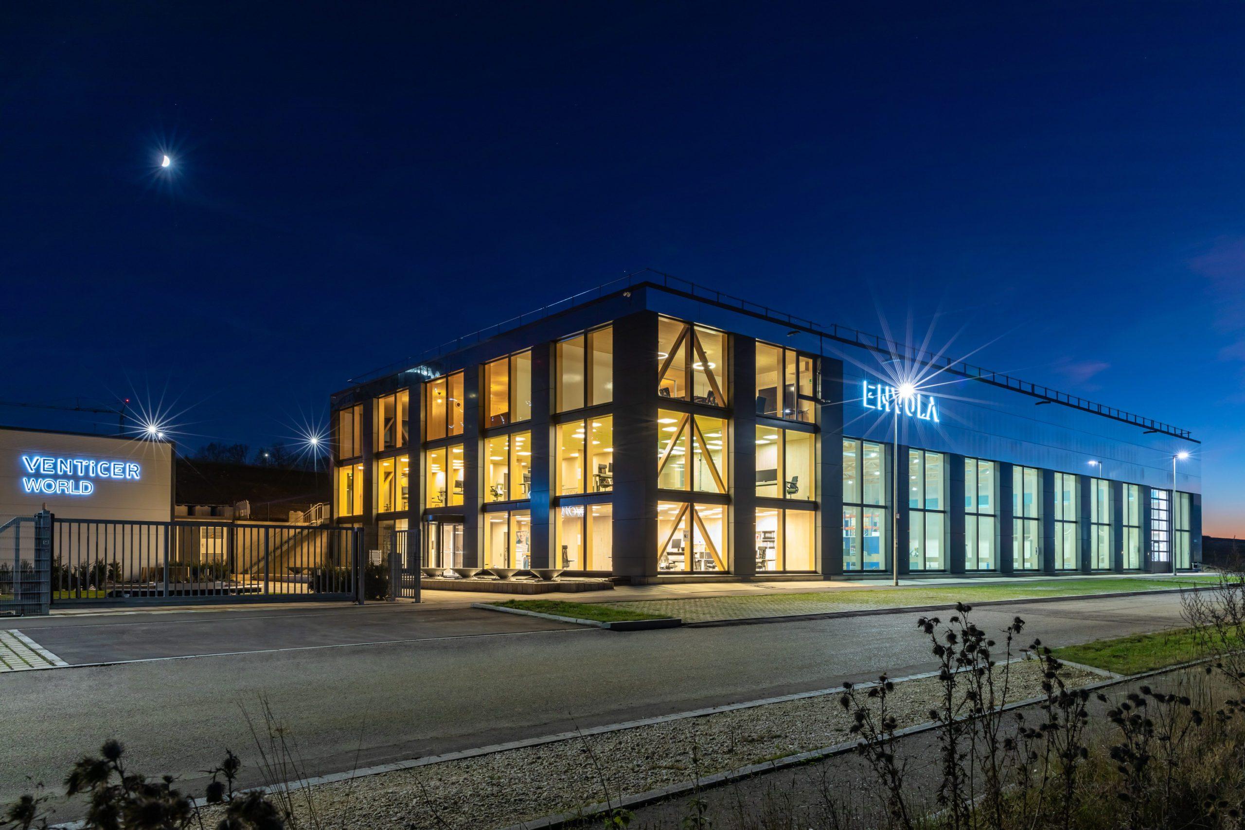 Envola GmbH Außenansicht Nacht, Fotograf: Martin Granacher
